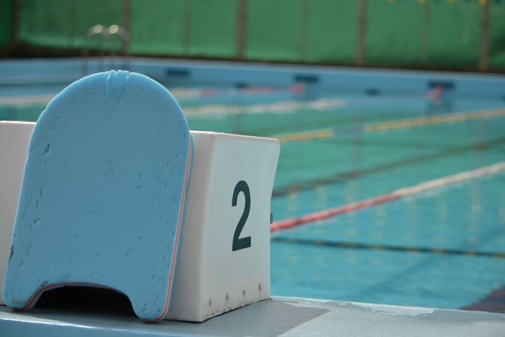 基礎からキック-板キックを速く泳ぐ