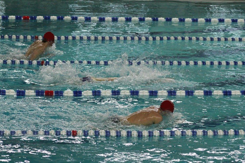 平泳ぎのプルとキックのポイント