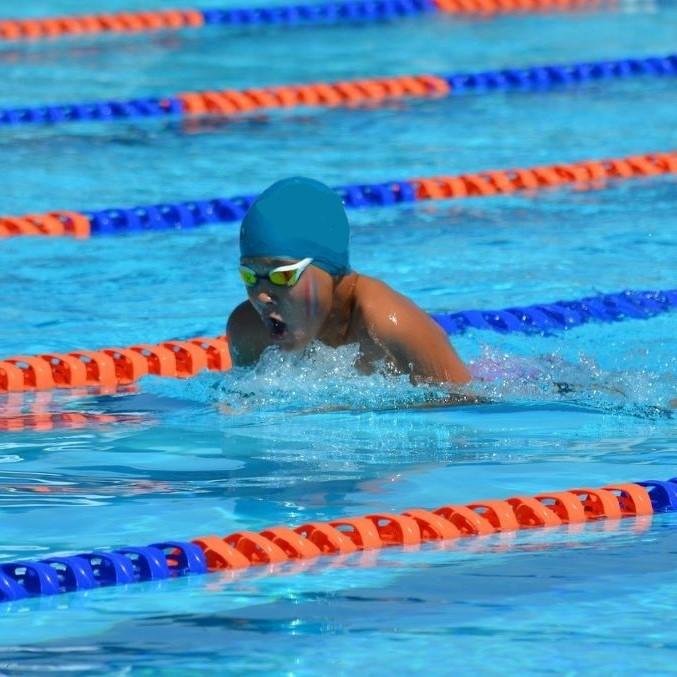 浮いて進む平泳ぎ